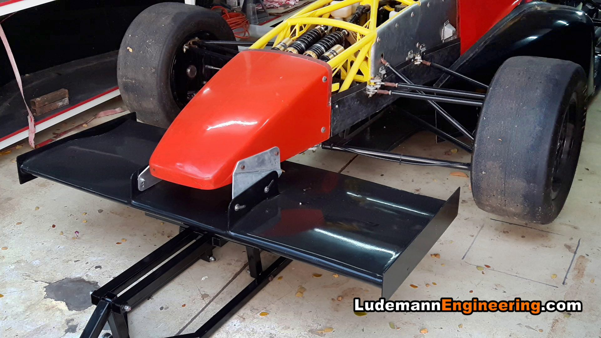 Design of car jack - Car Lifted By Front Wing